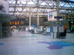 This is what Waverley Station in Edinburgh looks like at 6.15am, right after you find out that the 6.10am train is a figment of the Network Rail Web site. Time to find a comfy spot for 45 minutes! Zzzz...