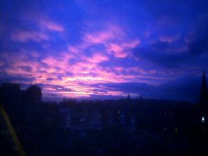 It\'s a gorgeous sunset in Edinburgh tonight. Hello light evenings too!