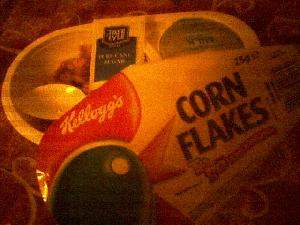 Whoever dreamt these up deserves a promotion. Cornflakes, milk, sugar & spoon all in one handy package. Ideal at any time!
